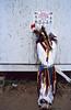 Jeune danseur à la sortie de son exhibition durant un pow-wow. Réserve de Fort Peck/Etat du Montana/USA