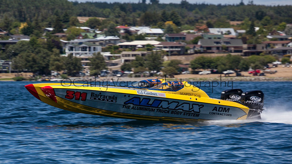 Alimax racing at the first race of the 2013 New Zealand Offshore Powerboat Racing season on Lake Taupo. Cathy Vercoe LuvMyBoat.com