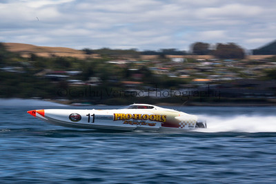 Profloor races at the first race of the 2013 New Zealand Offshore Powerboat Racing season on Lake Taupo. Cathy Vercoe LuvMyBoat.com