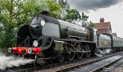 Maunsell S15-class 4-6-0 No.847 ready to depart