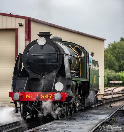 Maunsell S15-class 4-6-0 No.847 leaves the shed