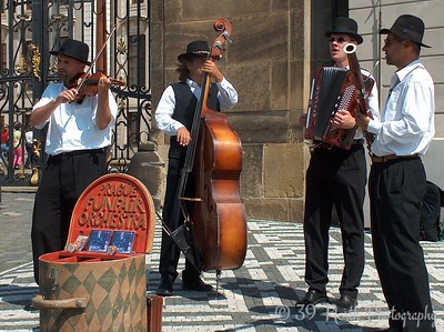 Street musicians in front of the Prague Castle.