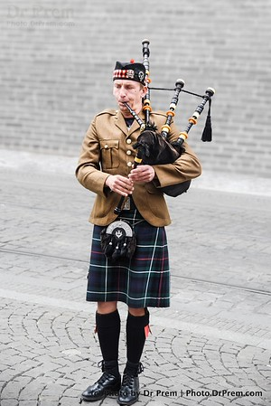 The Bagpipes Out Of Scotland