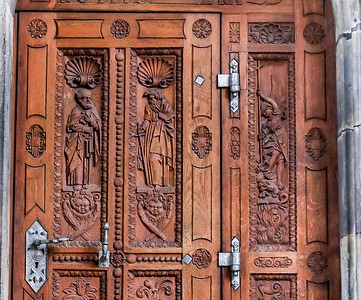 I just loved these wooden doors at St. Vitus. The previous image is a full length view of them.