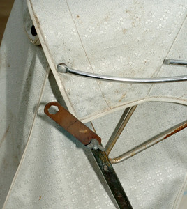 This early Steelcraft came with its own spanner which was used to manually reverse the handle by undoing two nuts on each side and re-mounting the handle to the other end of the pram!