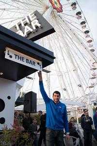 Jan Novota besucht THE BAR beim Blumenrad im Wiener Prater. Autogrammstunde und Gewinnspiel mit dem Rapid Startorhüter.