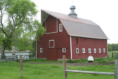 Barn on Country Road 12 southeast of Bemidji. First part of The Great River Road from Lake Itasca to Winnibigoshish Lake on my trip to Minnesota to visit Jerry in June 2005.