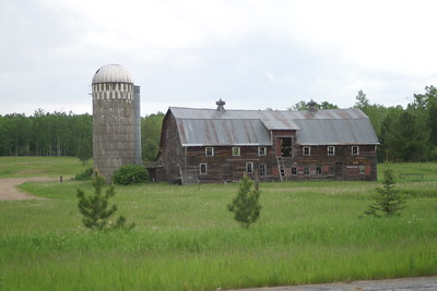 Barn & Silo on Cass County Rd. 3 west of Grand Rapids. On the Great River Road between Bemidji and Brainerd, MN, June 7, 2005.