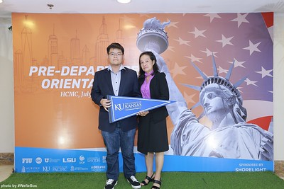Pre-Departure-Orientation-WefieBox-Photobooth-Vietnam-chup-hinh-in-anh-lay-lien-Su-kien-05