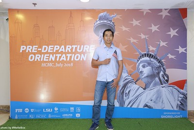 Pre-Departure-Orientation-WefieBox-Photobooth-Vietnam-chup-hinh-in-anh-lay-lien-Su-kien-10