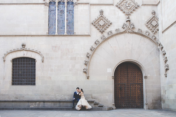 """<div style=""""text-align: center;padding: 0px 0px 0px 0px;font-size:13px; font-family:arapey; letter-spacing:2px; line-height: 23px;"""">Honeymoon in Barcelona <br> Spain </div>"""