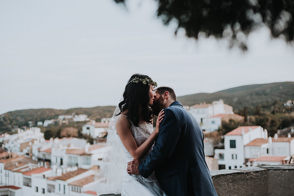 "<div style=""text-align: center;padding: 0px 0px 0px 0px;font-size:13px; font-family:arapey; letter-spacing:2px; line-height: 23px;""> Pre-wedding  <br> in Cadaques </div>"