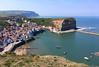 Nad dedinkou a prístavom Staithes