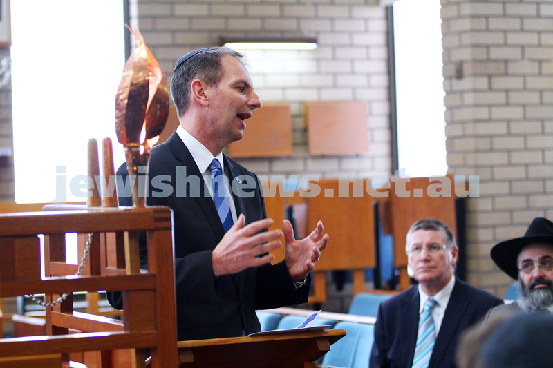 8-8-14. Victorian Premier Denis Napthine at Mizrachi. Talking to rabbis from all across Melbourne congregations. David Southwick. Photo: Peter Haskin