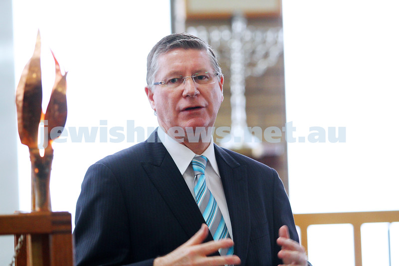 8-8-14. Victorian Premier Denis Napthine at Mizrachi. Talking to rabbis from all across Melbourne congregations. Photo: Peter Haskin