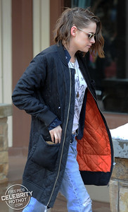 "Who Has The Key? Kristen Stewart Wears Two ""Punk"" Locks Round Her Neck!"