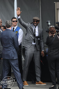 Idris Elba Stylish In Flat Cap And Smart Suit, Los Angeles