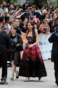 Jennifer Lawrence Fashions Stunning Strapless Christian Dior Haute Couture Gown, Canada