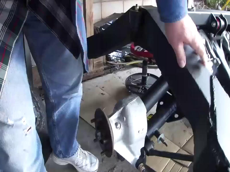 VIDEO of how the Jag axle coordinates with the frame...pretty good...