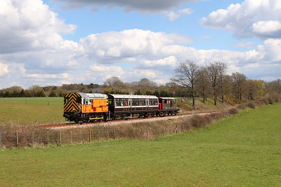 09017 on the 1400 Sheffield Park to Horsted Keynes at Freshfield on the 17th April 2016