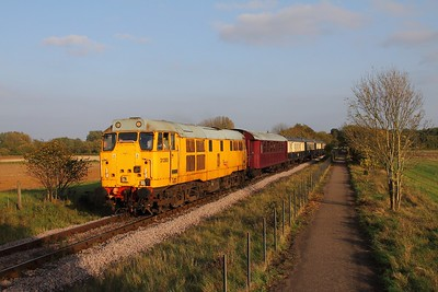 31285 on the 2M53 1610 Peterborough to Wansford at Castor on the 15th October 2017
