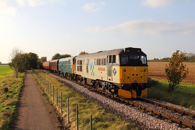 31271+31162 on the 1E54 1602 Wansford to Peterborough at Castor on the 15th October 2017