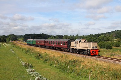 D9537 on the 2T58 Groombridge Sidings to Tunbridge Wells at Pokehill farm crossing on the 5th August 2016