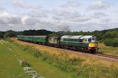 D5310 on the 2T60 1015 Eridge to Tunbridge Wells at Pokehill farm on the 5th August 2016