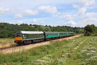 D5185 on the 2J63 1120 Tunbridge Wells West to Eridge at Pokehill farm crossing on the 5th August 2016