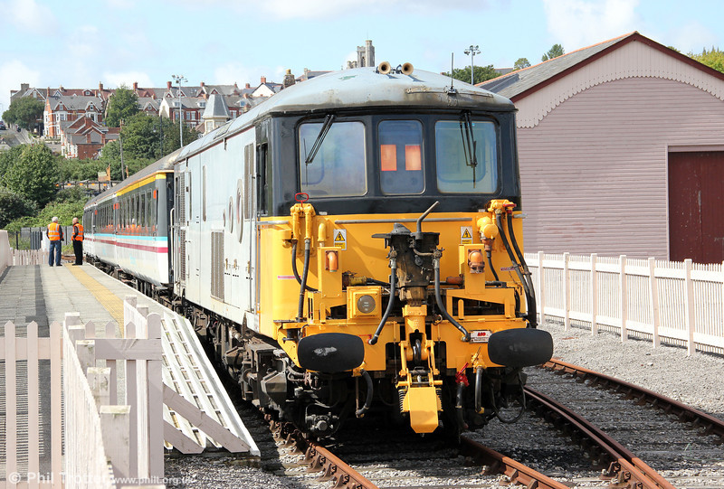 73118 at Hood Road ready to propel the 1215 departure for Barry Island on 28th August 2011.