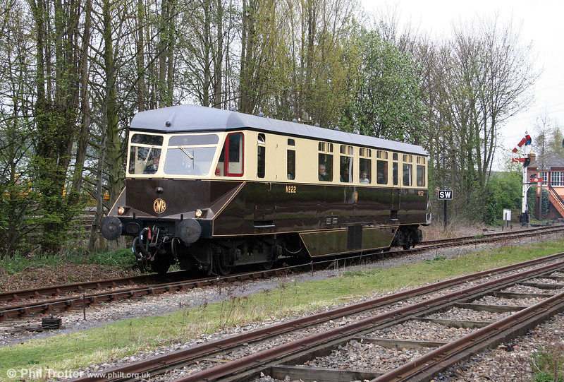 Former GWR AEC Railcar no. 22 helps to create the branch line ambience at Didcot on 11th April 2009