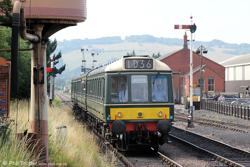 The G&WR's Class 117 dmu approaches Toddington forming 2L52, 0930 Cheltenham Racecourse to Laverton on 27th July 2013.
