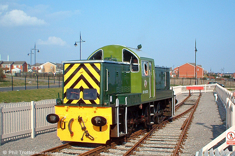 Former BR (WR) 'Teddy Bear' class 14 0-6-0DH D9521 at Barry Hood Road on 26th March 2005.