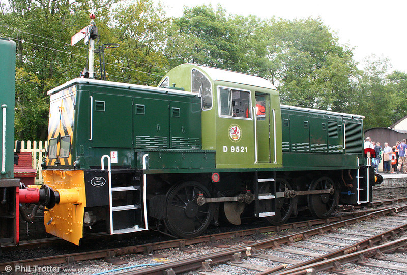 WR class 14 0-6-0DH no. D9521 rests at Bronwydd Arms on 14th August 2010.