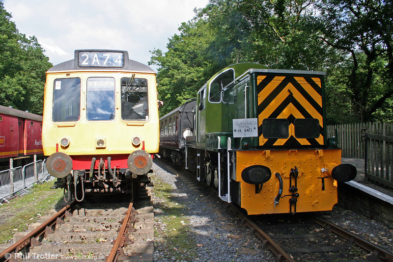 The Gwili Railway's class 117 dmu and WR class 14 0-6-0DH no. D9521 at Llwyfan Cerrig on 14th August 2010.