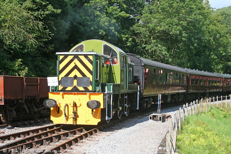WR class 14 0-6-0DH no. D9521 approaches Llwyfan Cerrig with a train from Bronwydd Arms on 14th August 2010.