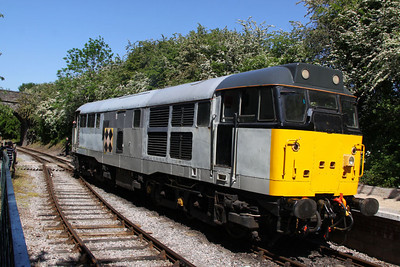 31130 runs round in Oldland Common Station  26/05/12
