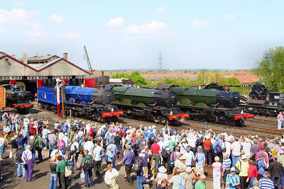 "6023 ""King Edward II"" & 6024 ""King Edward I"" &  5051 ""Earl Bathurst""  line up for a photo shoot in The Didcot Railway Centre. 23/04/11  Video at: http://www.youtube.com/watch?v=3jZizEV5c34"