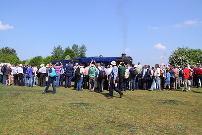 "6023 ""King Edward II"" on the Didcot Railway Centre's Turntable, attracted many people to watch. 23/04/11"
