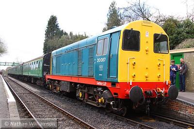 20087 calls at Medstead on the: 13:05 Alton to Alresford  26/04/13