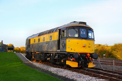 33002 runs round its train in Totnes Littlehempston 05/11/11