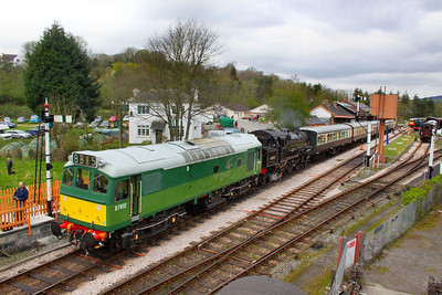 D7612 & 80072 stand ready to form the: 14:10 Buckfastleigh to Totnes Littlehempston   07/04/12
