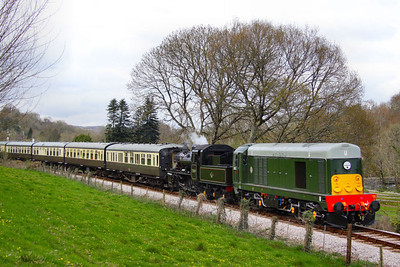 D8110 & 78019 head south through Nursery Pool forming the: 14:10 Buckfastleigh to Totnes Littlehempston   08/04/12  Watch the video at: http://youtu.be/K0psfxJfsh4