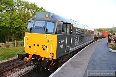 31601 in Totnes with a freight: 20:45 Totnes Littlehempston to Buckfastleigh  23/05/15