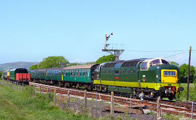 D9009 arrives into Harmans Cross on the: 1S07 11:50 Norden to Swanage 08/05/11
