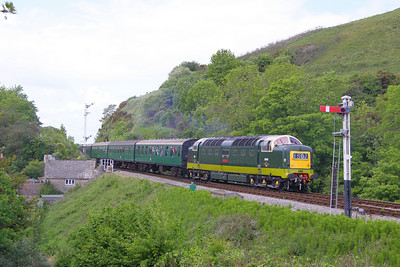 D9009 arrives into Corfe Castle Station on the: 1S17 15:10 Norden to Swanage 08/05/11