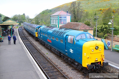55019 arrives into Corfe Castle Station on the: 14:05 Norden to Swanage  12/05/13