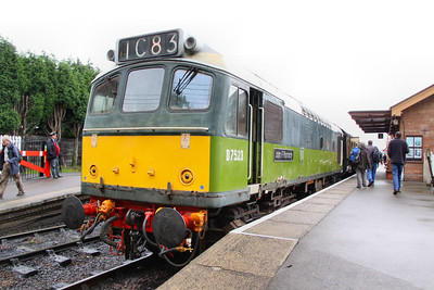 D7523 stands in Bishops Lydeard 16/07/11