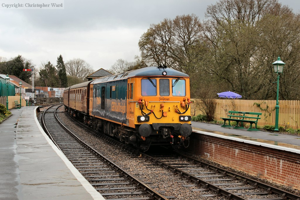 73964 pulls in from East Grinstead