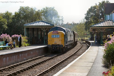 D9009 draws into the loop in order to facilitate a delivery to the refreshment hut